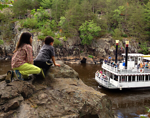 Children watching paddleboat in St. Croix Dalles. (Photo: Margaret Boike)